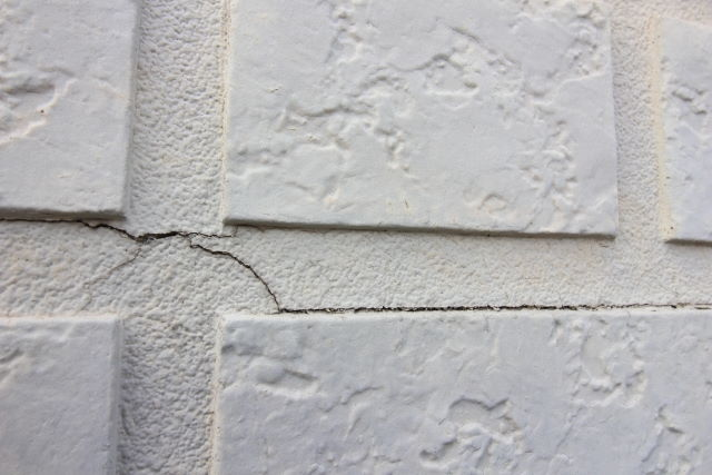 ●壁にひび割れがある